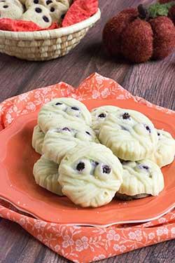 Wild Blueberries & Cream Mummy Cookies Picture